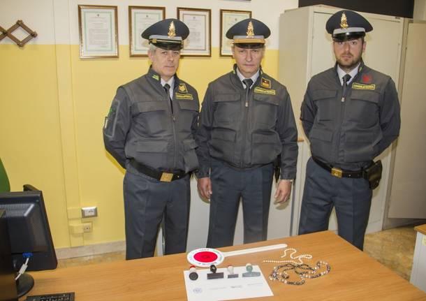 Timbri e gioielli nascosti nella tomba di famiglia dell'ex assessore Federici