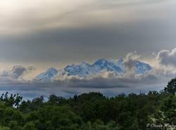 Il Monte Rosa tra le nuvole