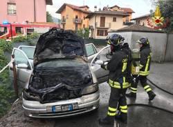 incendio di un'autovettura