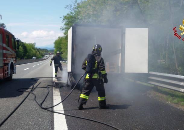 Incendio autocarro in A8