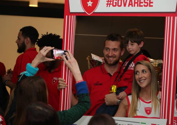 La Pallacanestro Varese saluta i tifosi