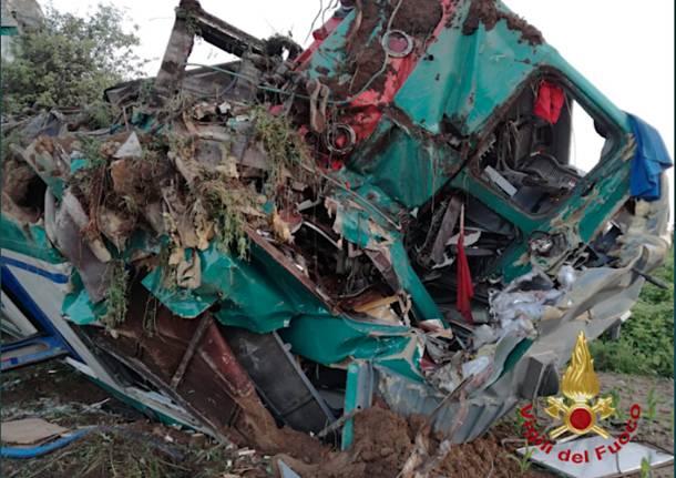 Torino – Le immagini dell'incidente ferroviario a Caluso