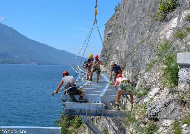 Il cantiere della ciclopedonale sul lago di Garda