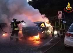 Cinque auto in fiamme a Caldè