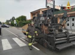incendio asfaltatrice