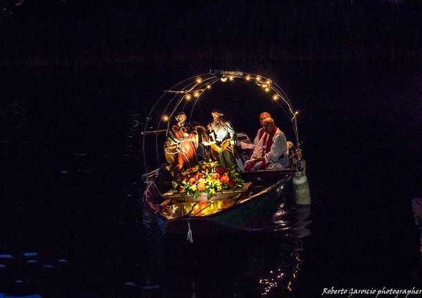 Lavena Ponte Tresa, la processione delle barche - foto di Roberto Garoscio
