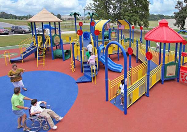 Giochi per tutti i bambini nel parco urbano un angolo for Giochi per bambini di un anno