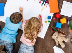 bambini che disegnano