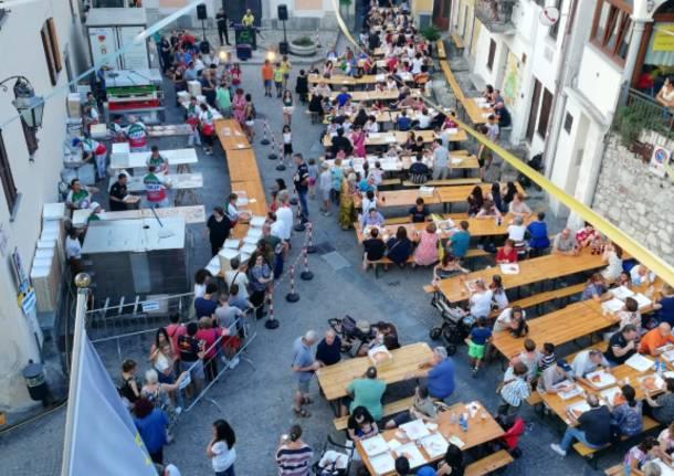La piazza diventa pizzeria a cielo aperto