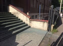 Vernice all'ingresso dell'istituto Prealpi
