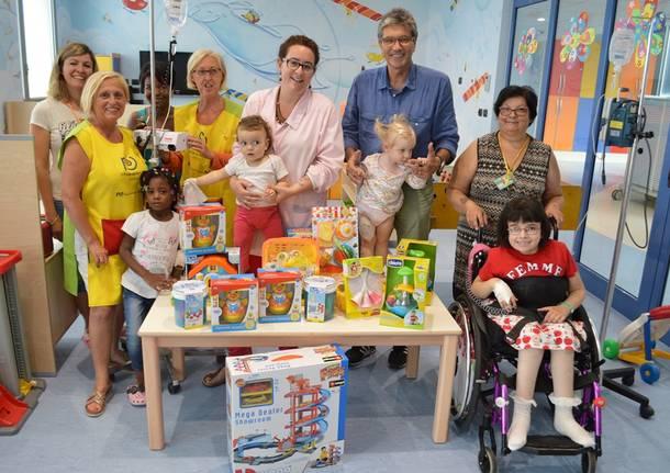 donazione giocattoli alla pediatria