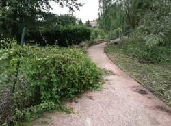 I danni alla ciclabile del lago