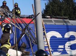 Schianto di Ternate, la rimozione del camion