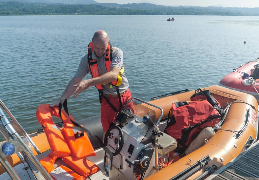 Recupero dell\'aereo caduto nel lago di Varese