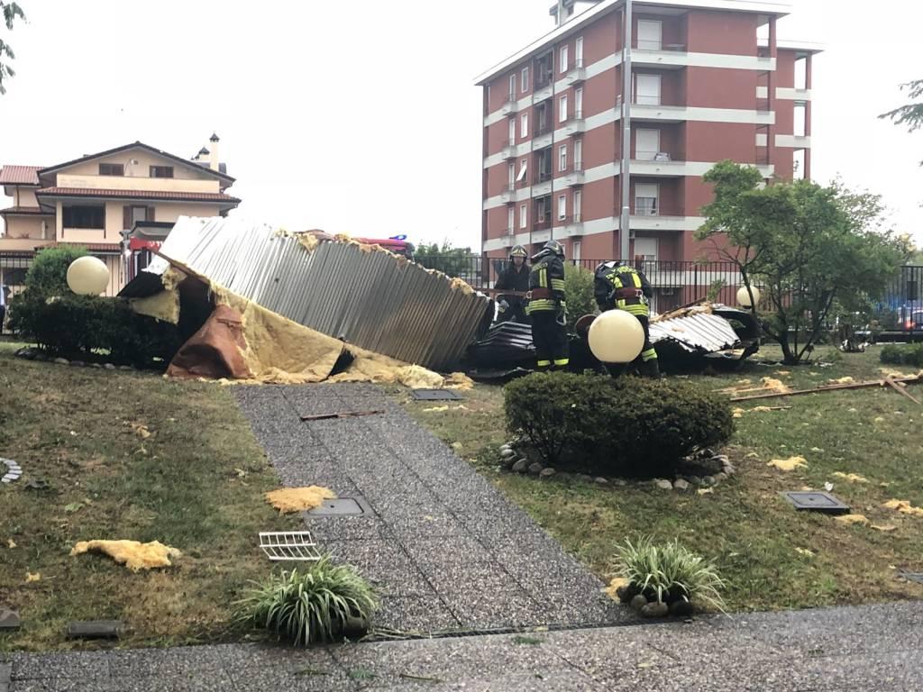 Il vento danneggia un tetto a Castellanza