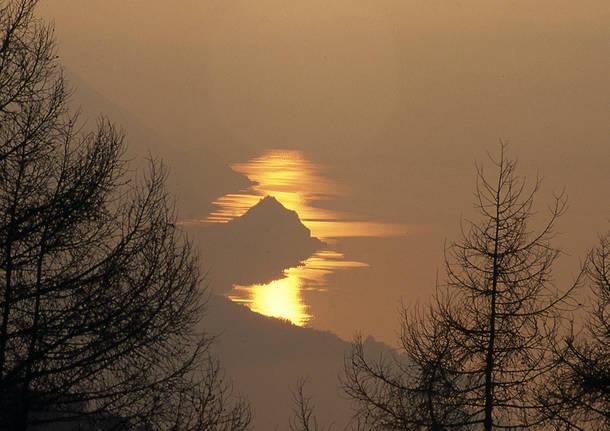 La Rocca di Caldè al tramonto