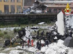Crollo del viadotto, le immagini dei vigili del fuoco