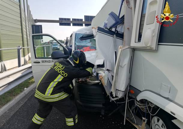 Furgone tampona roulotte, incidente in A9