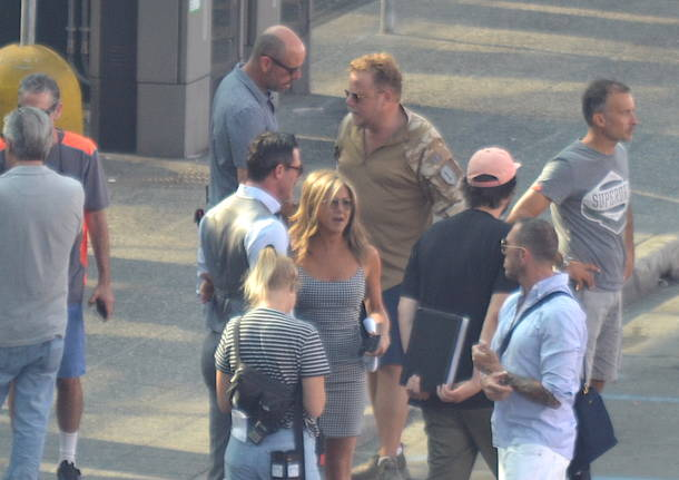 Jennifer Aniston e Adam Sandler sul set a Malpensa
