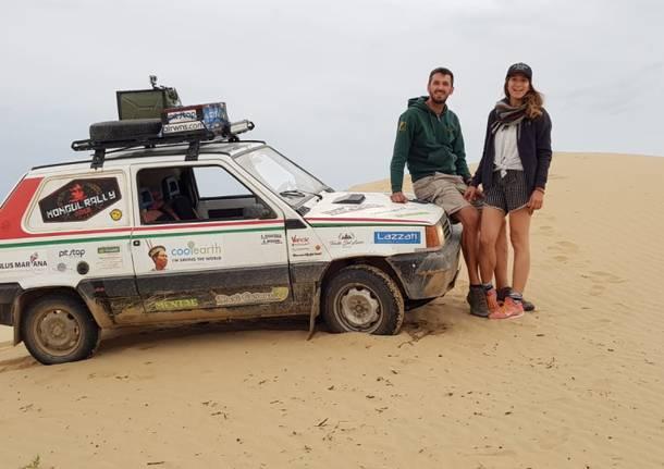 Ottavio Missoni ed Enrica vicini alla meta del Mongol Rally