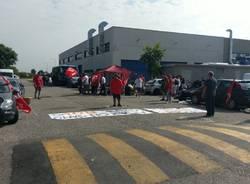Corrieri di Amazon bloccano il deposito di Origgio