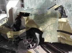Auto contro una vetrina in via Galvani a Busto Arsizio