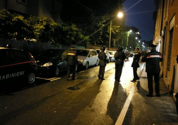 blitz notte carabinieri tenuta antisommossa