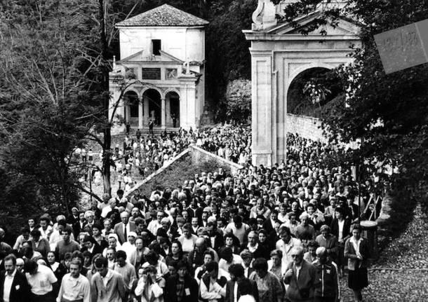 Paolo VI al Sacro Monte, le foto storiche della statua di Floriano Bodini