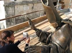 Restauro alla statua Paolo VI di Floriano Bodini al Sacro Monte di Varese