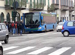 L\'incidente in via Sacco tra un\'auto e un pullman
