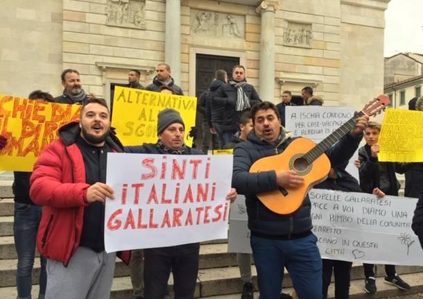 Sinti, la manifestazione in centro a Gallarate