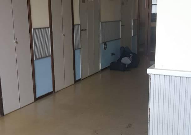 Senza tetto in ospedale: foto di un paziente riaccende le polemiche
