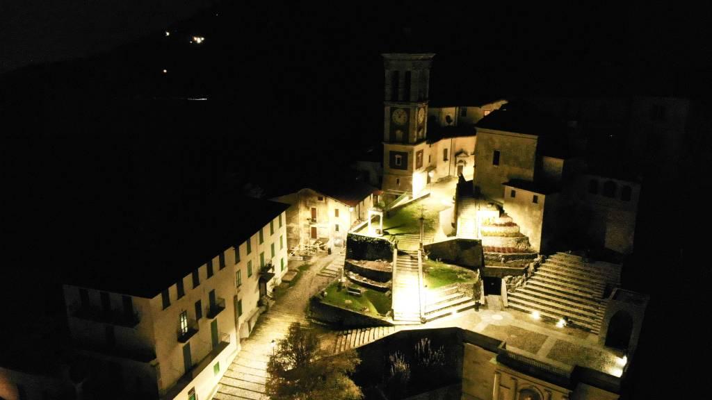 Una veduta notturna del Sacromonte