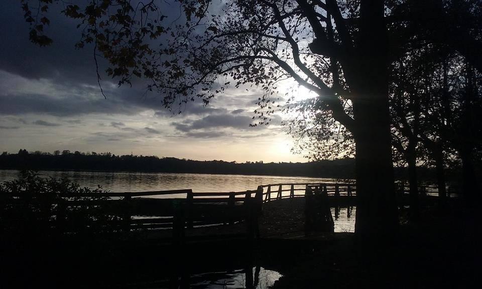 Il lago d'autunno