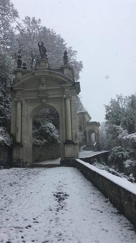 Le cappelle del Sacro Monte con la neve