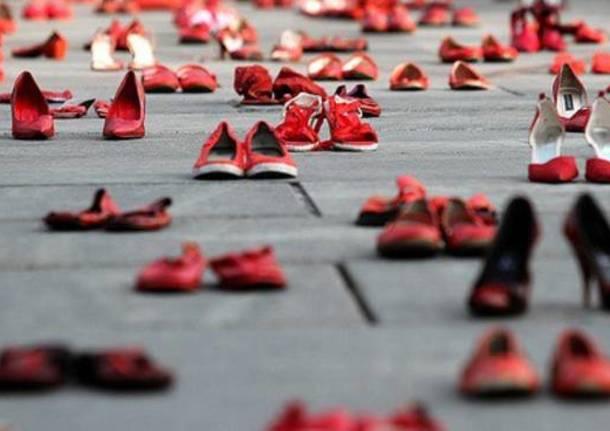new style f8c05 6d105 Realizza le tue scarpe rosse in ceramica contro la violenza ...