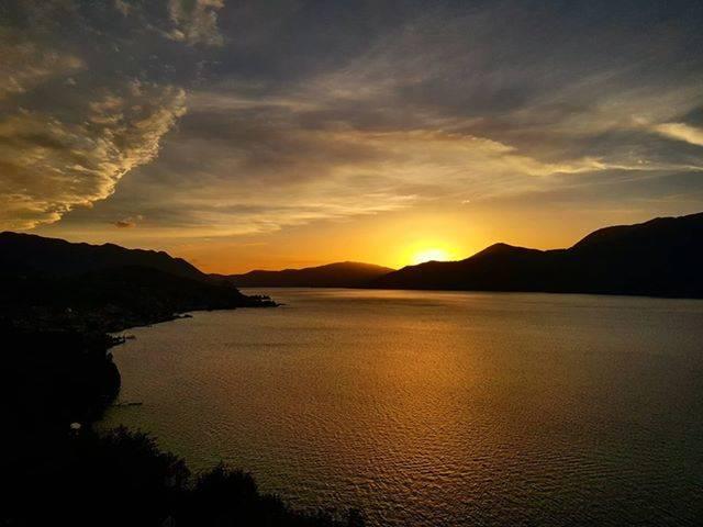 tramonto sul lago a Luino