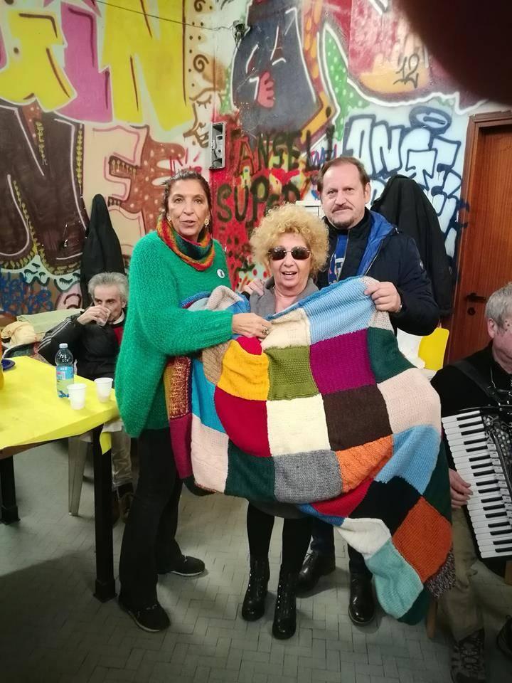Tutti colori della solidarietà ai senzatetto