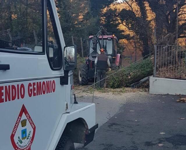 protezione civile al lavoro a Gemonio