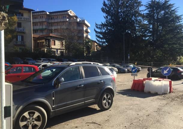 """Parcheggio Del Ponte """"a metà"""" in attesa del cantiere"""