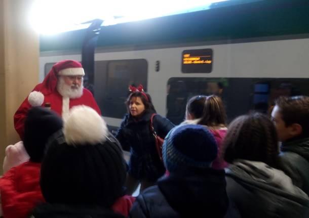 Babbo Natale arriva in treno