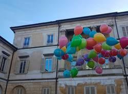 Lancio di palloncini per salutare il dg Bravi