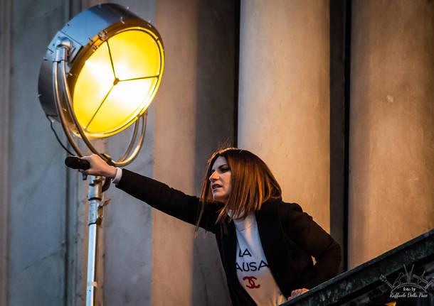 Bagno di folla per Laura Pausini a Milano