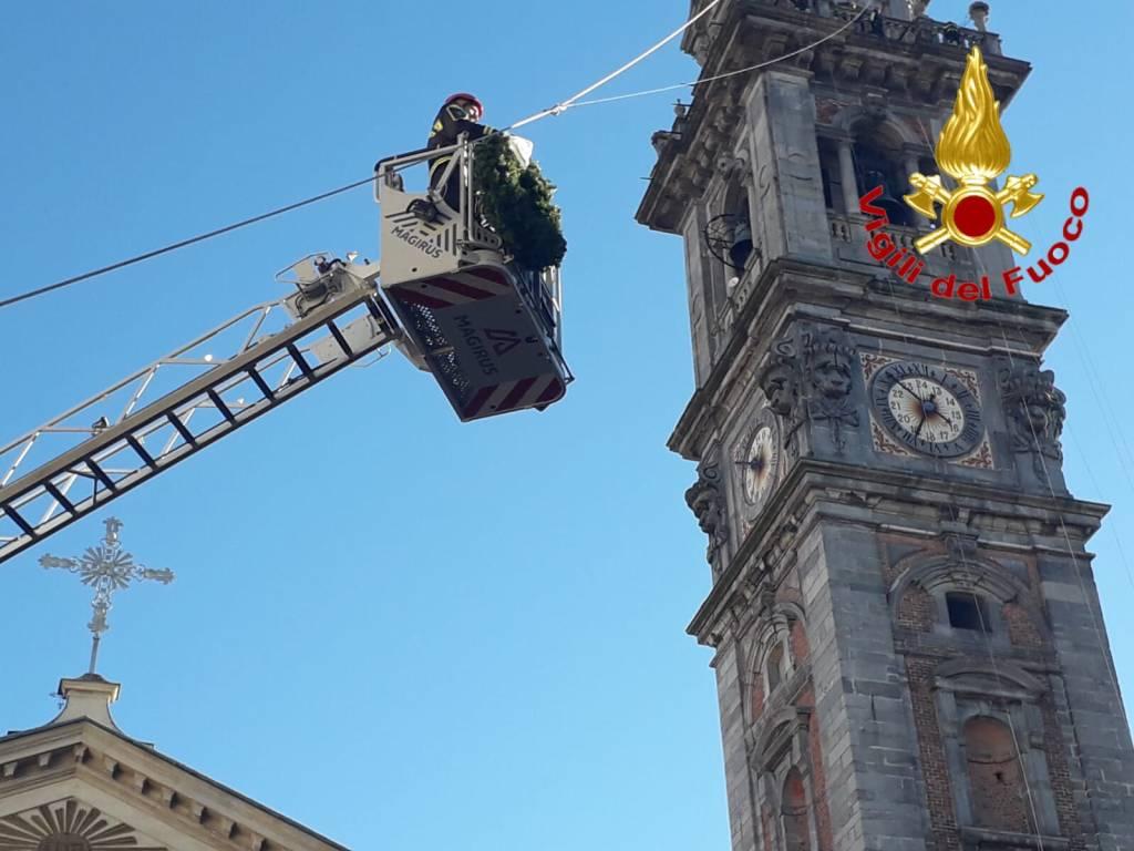 Posa della corona da parte dei Vigili del Fuoco a Varese