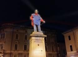 Statue colorate con la luce Romano Baratta