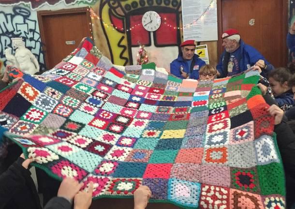 Una coperta per imparare la solidarietà