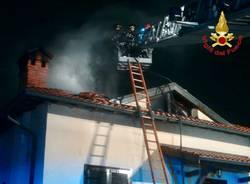 vigili del fuoco incendio villetta