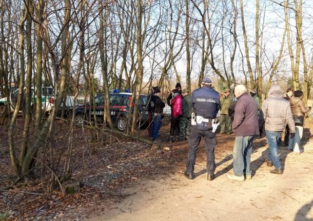 animalisti fermano caccia al coniglio parco altomilanese