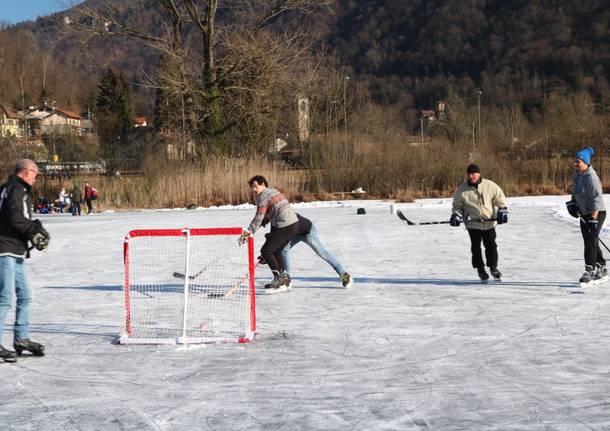 """Hockey """"prof"""" sul ghiaccio di Ganna"""