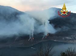 Il risveglio in fiamme sopra il lago di Ghirla